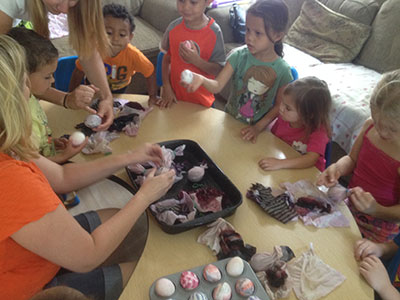 Melissa-Decorating-Eggs-With-Kids